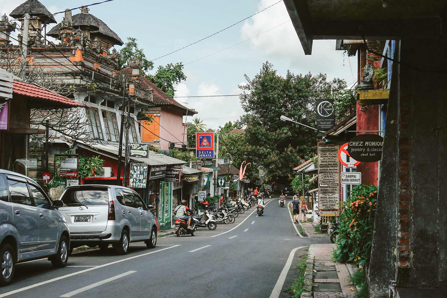 Walking down the streets of Ubud